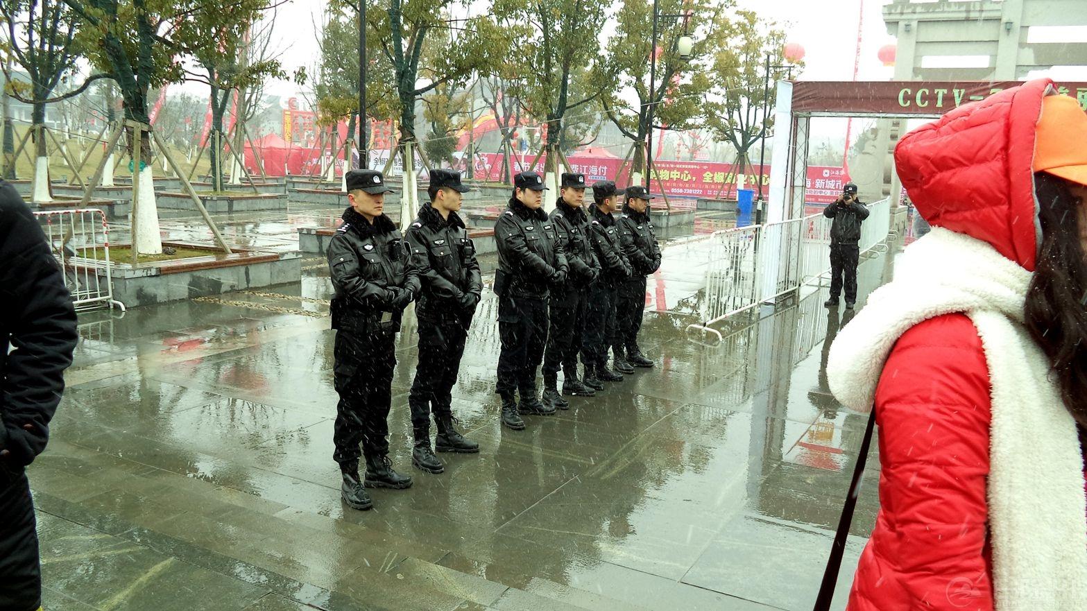 赞歌献给最可爱的人---默默无闻的人民警察