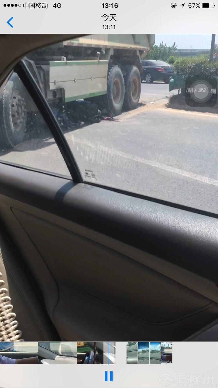 滁州快速通道发生一起车祸,又是渣土车,不知道有没有人员受伤
