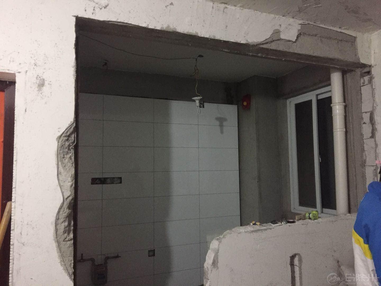 这是我们厨房的墙面拆除