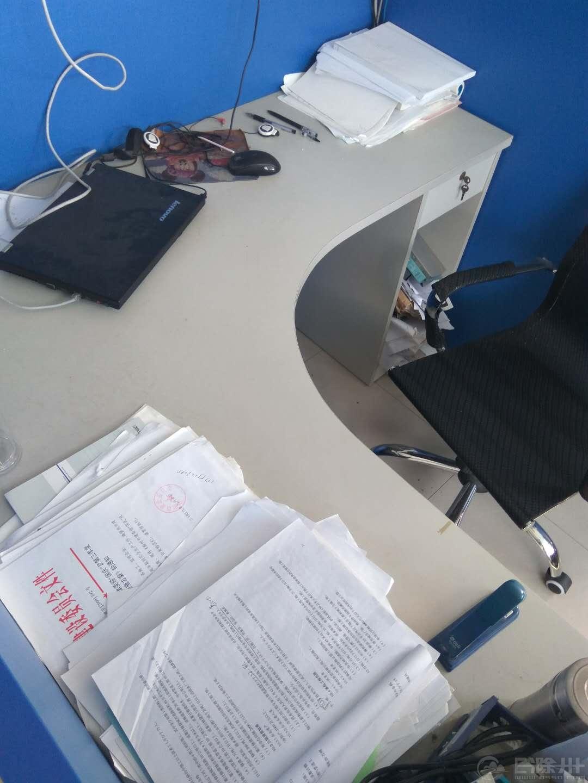 办公桌一角